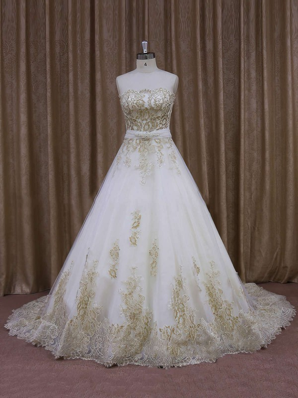 Court Train Appliques Lace Ivory Tulle Strapless Vintage Wedding Dresses #DOB00021854