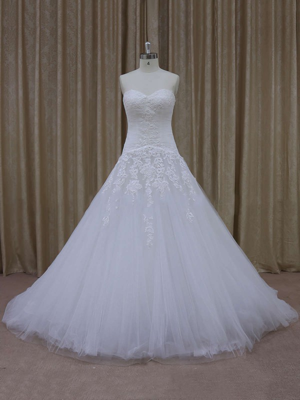 Tulle Court Train Appliques Lace Nice Sweetheart Ivory Wedding Dresses #DOB00021844
