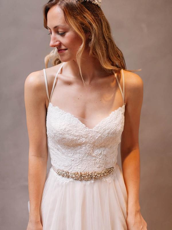 Modern A-line Scoop Neck Tulle Appliques Lace Watteau Train Backless Wedding Dresses #DOB00022609