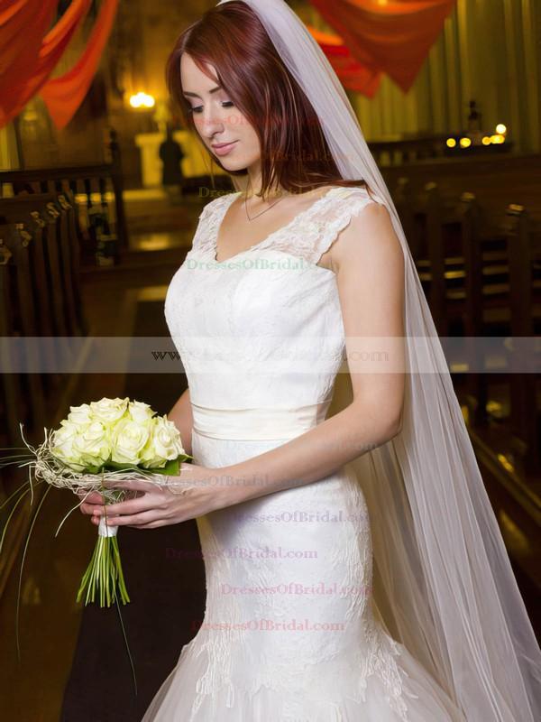 Modest Trumpet/Mermaid V-neck Tulle Appliques Lace Floor-length Backless Wedding Dresses #DOB00022695