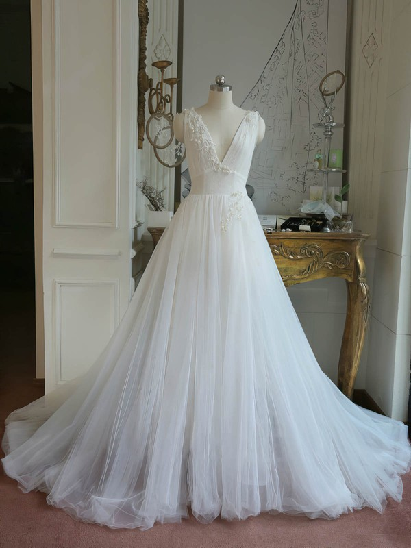 Tulle Ball Gown V-neck Sweep Train with Appliques Lace Wedding Dresses #DOB00023062